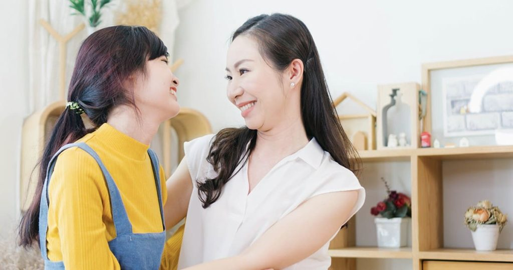 mom show moment of love with teenage daugther